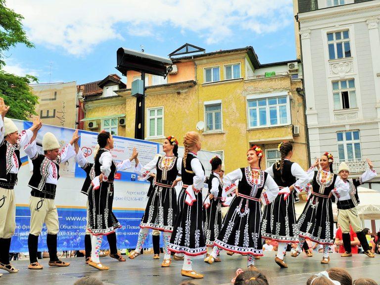 """Благотворителният концерт на Клиниката по педиатрия на УМБАЛ """"Свети Георги"""" събра 1028 лева"""