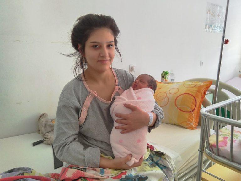 Момиченце е първото бебе на Асеновград за новото десетилетие