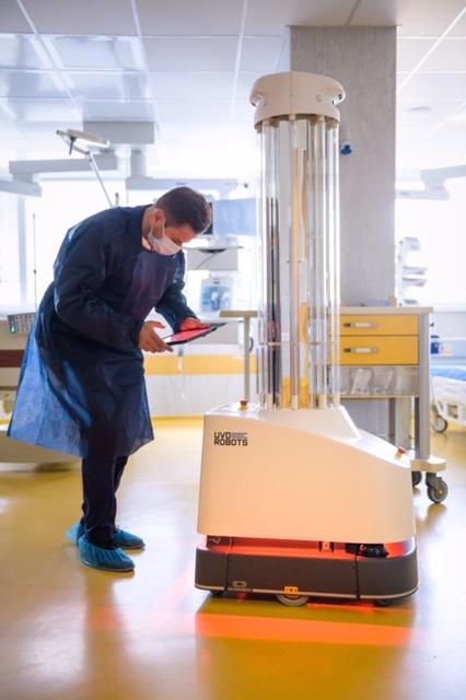 "УМБАЛ ""Свети Георги"" получи първия у нас робот за дезинфекция срещу КОВИД-19"